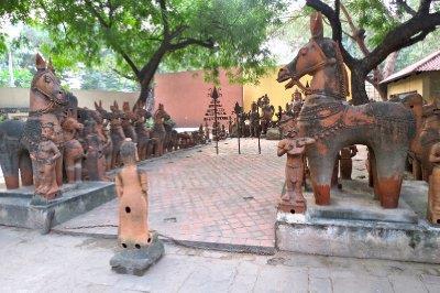 Travel Guide For National Handicrafts Handlooms Museum Delhi